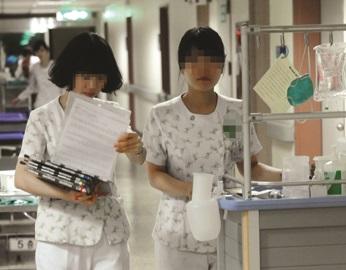 워라벨 보장되는 2교대, 간호사 구인난 해법될까?